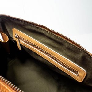 Bolso Bugatti vacuno grabado en lagarto marrón interior